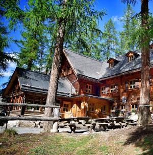 Wandern im idyllischen Val Müstair / Münstertal. Es warten der Schweizerische Nationalpark, die Biosfera Val Müstair, herrliche Aussichten, duftende Arvenwälder, malerische Dörfer und vieles mehr! Ein Paradies für Wanderungen!