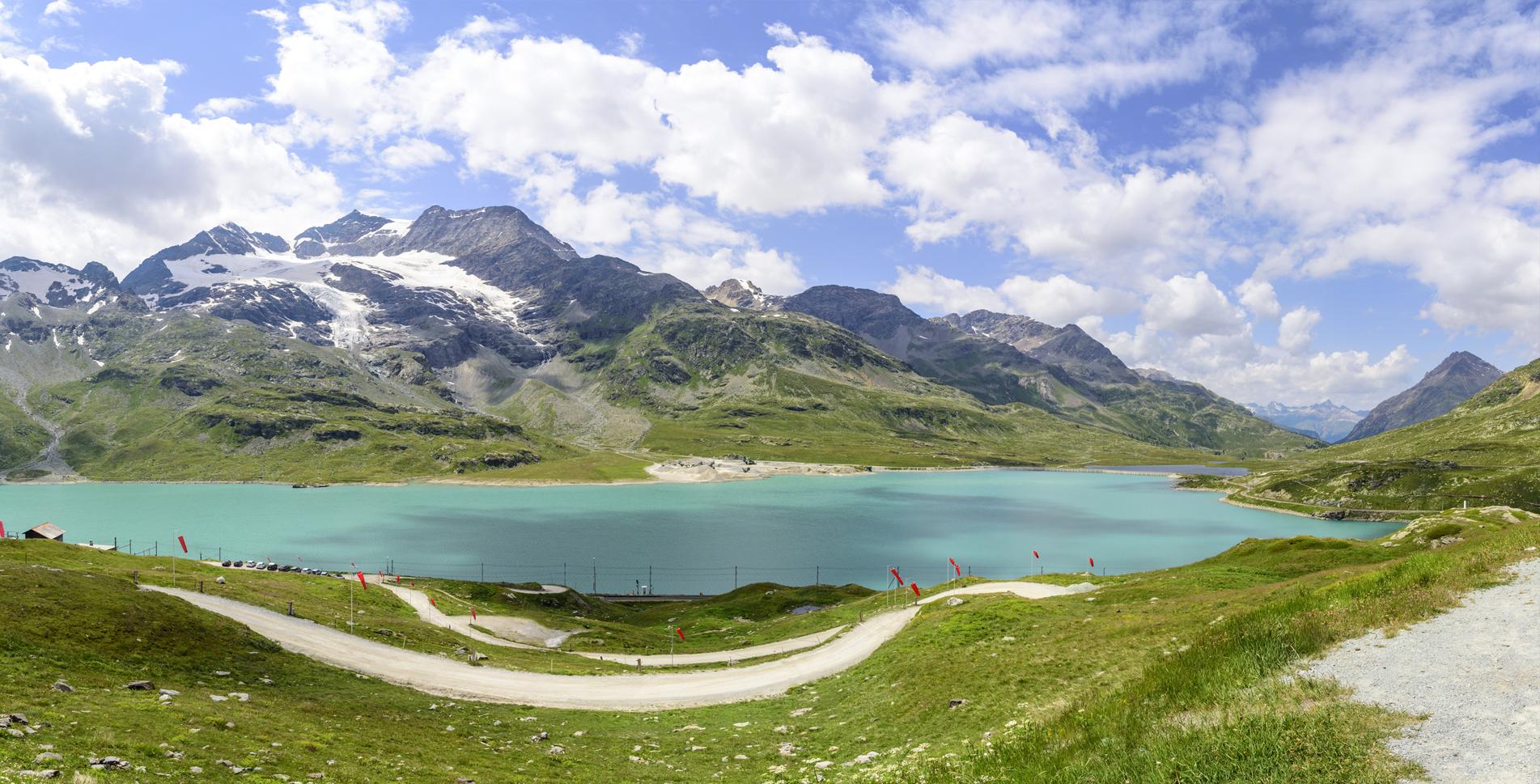 Wanderung vom Berninapass / Ospizio Bernina mit dem Lago Bianco via Sassal Masone, Alp Grüm, Lagh da Palü, Cavaglia, Cadera nach Poschiavo im Val Poschiavo