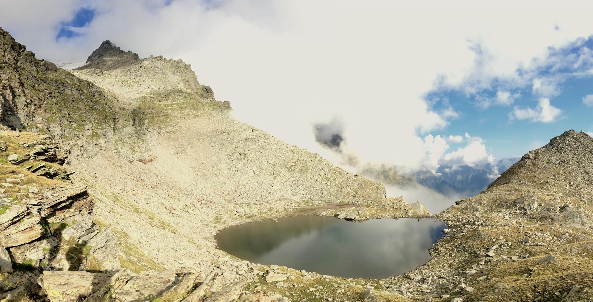 Wanderung von Dangio im Valle di Blenio / Bleniotal zur Capanna Adula CAS / Adulahütte und zur Capanna Adula UTOE am Fusse des Rheinwaldhorns und durch das Val Malvaglia nach Dagro