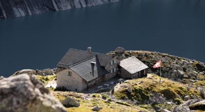 Wanderung von Pranzaira im Bergell / Val Bregalia zum Albigna Stausee / Lägh da l'Albigna / Albignasee und zur Bergstation der Seilbahn und weiter zur Capanna da l'Albigna / Albinahütte im Val d'Albina / Albinatal