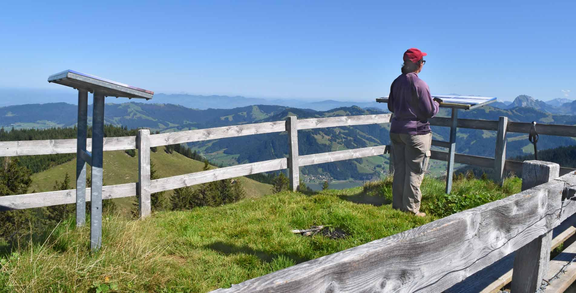 Wanderung von Gross Ebenau am Sihlsee via Hummel durch das Naturschutzgebiet Ibergeregg via Bögliegg, Spital nach Unteriberg