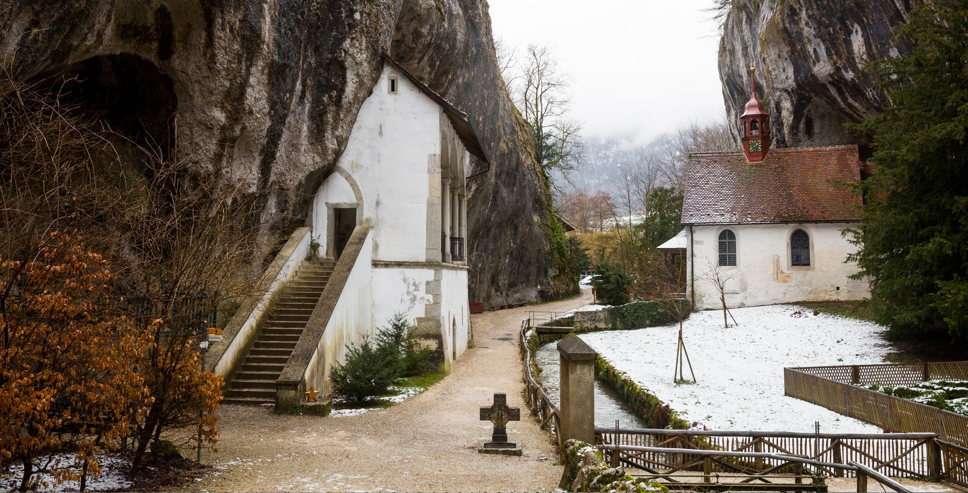 Wanderung von Solothurn durch die Verenaschlucht zur Einsiedelei und weiter via Stigelos, Nesselboden auf den Weissenstein, Jurakette, mit Abstieg via Hinter Weissenstein, Nidleloch / Nidlenloch nach Oberdorf mit den Dinosaurierspuren