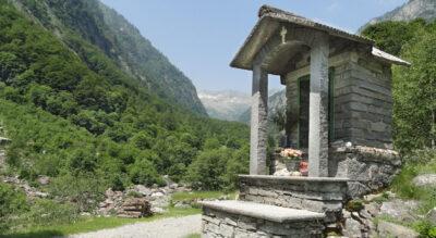 Wanderung vom Verzascatal ins Maggiatal von Brione (Verzasca) durch das Val d'Osura zur Capanna Osola und weiter via Bocchetta Canova, Capanna Alpe Spluga, Valle di Giumaglio nach Giumaglio im Vallemaggia