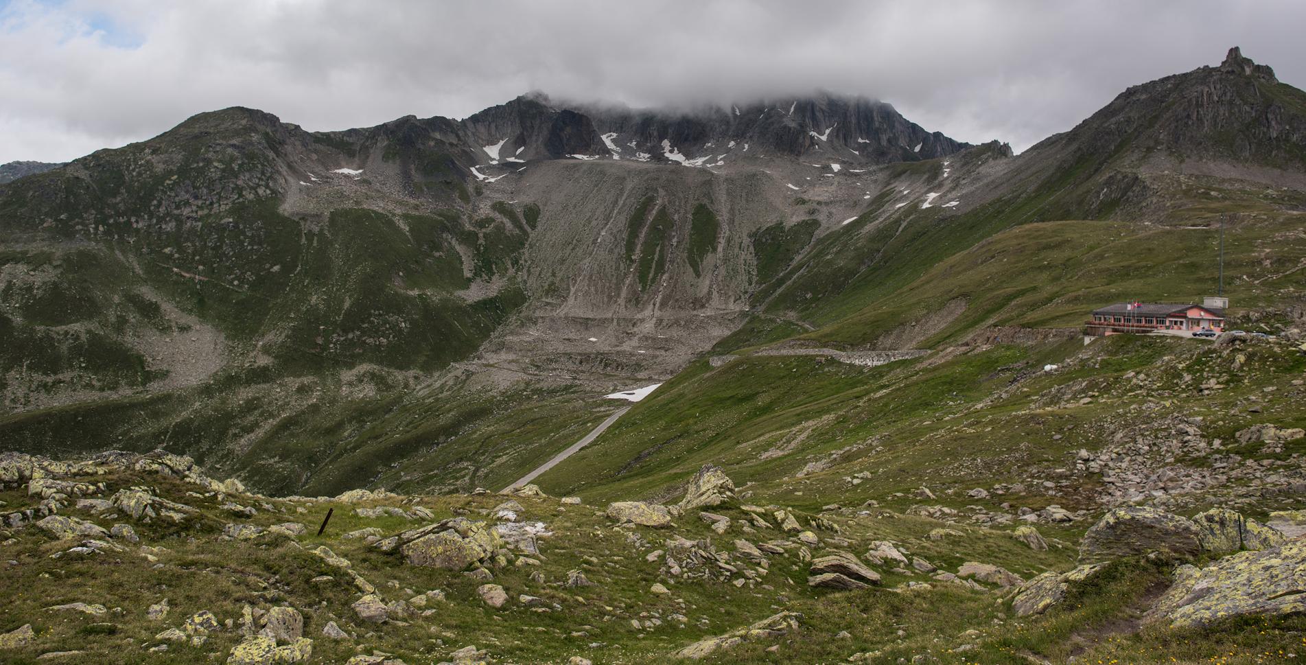 4. Etappe der Wanderung auf dem Vier-Quellen-Weg von der Capanna Piansecco CAS / Pianseccohütte im Val Bedretto / Bedrettotal via Alpe di Cassina, Nufenenpass, Ticino-Quelle, Ladstafel nach Obergesteln im Goms (Wallis)