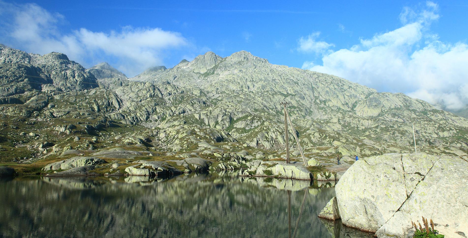 2. Etappe der Wanderung auf dem Vier-Quellen-Weg von der Vermigelhütte via Zingelfurtflue, Summermatten, Sellapass / Passo della Sella, Giübin, Passo Posmeda, Lago della Sella, Cna della Bolla zum Gotthardpass
