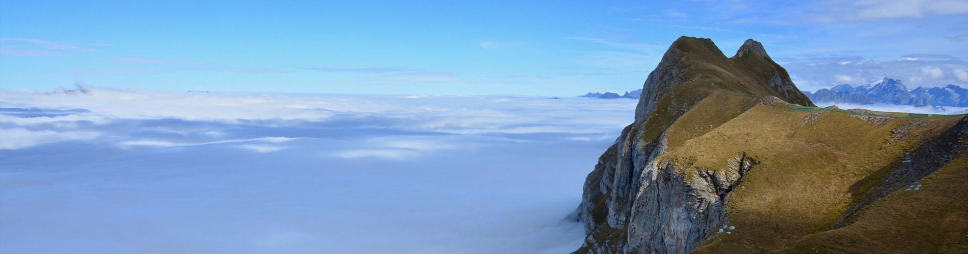 Wanderungen über dem Nebelmeer, dem Nebel jetzt entfliehen