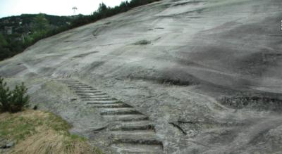 Wanderung von Handegg / Handeck (Gelmerbahn) im Haslital auf der Via Sbrinz und auf dem Kristallweg am Säumerstein vorbei über die Hälenplatte und über das kleine und grosse Bögelisbrüggli zum Räterichsbodensee hinauf zum Grimsel Hospiz (Grimselpass)