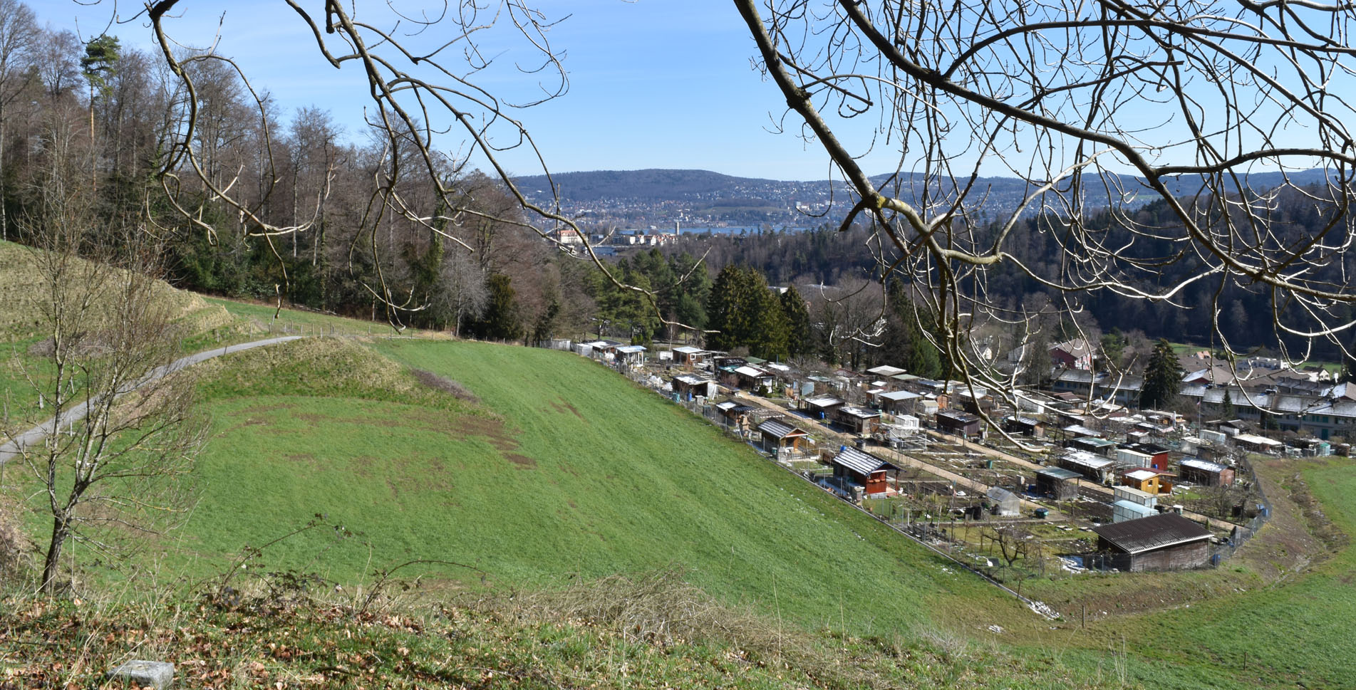 Wanderung von Zürich Leimbach im Sihltal, am Fusse des Uetlibergs, via Leimbihof nach Sood Oberleimbach und zurück zum Ausgangspunkt an der Sihl entlang, vorbei an schönen Feuerstellen