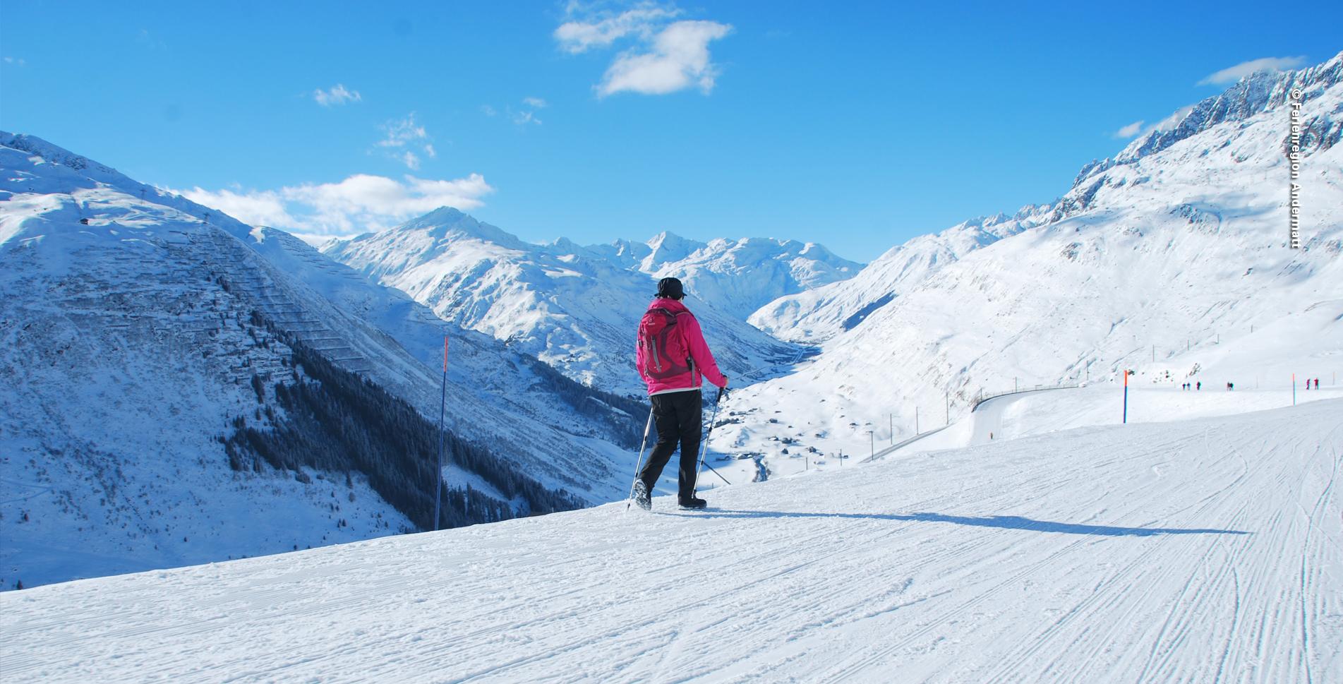 Winterwanderung von Andermatt auf der Oberalp-Passstrasse hinauf zum Nätschen mit anschliessendem Schlitteln