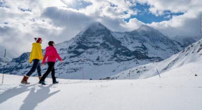 Winterwanderung von der Bergstation First, oberhalb Grindelwald, via Bachalpsee, Waldspitz nach Bort. Tipp: Vom Bachalpsee nach Bort hinunter schlitteln.