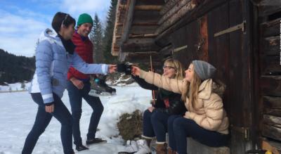Winterwanderung von Lauenen, bei Gstaad, via Hotel Alpenland über das Naturschutzgebiet Rohr zum Lauenensee mit Abstecher zum Mattestübli Beizli und wieder zurück nach Lauenen