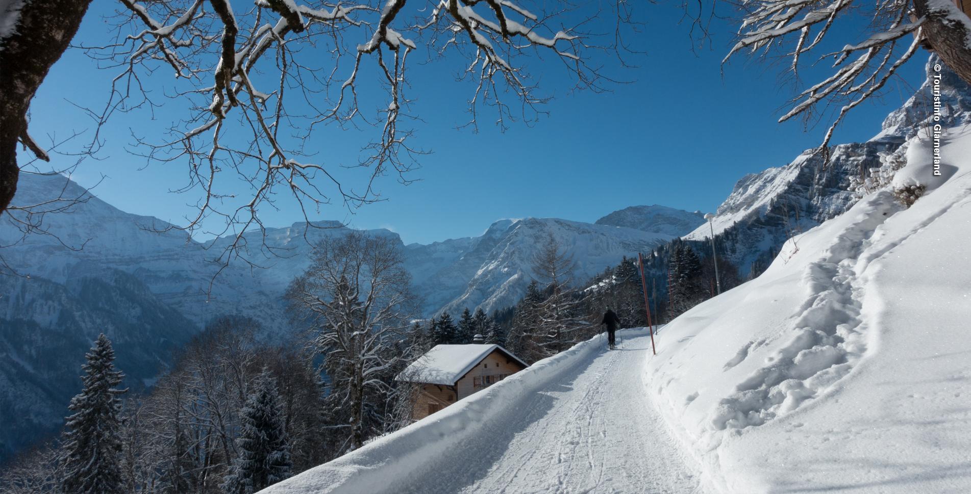 Winterwanderung in Braunwald von der Bergstation Grotzenbüel via Ortstockhaus auf den Gumen