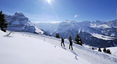 Winterwanderung oberhalb Engelberg auf dem Panoramaweg von Ristis über die Rigidalalp mit dem Älplerbeizli Rigidal und weiter zur Brunnihütte SAC am Härzlisee
