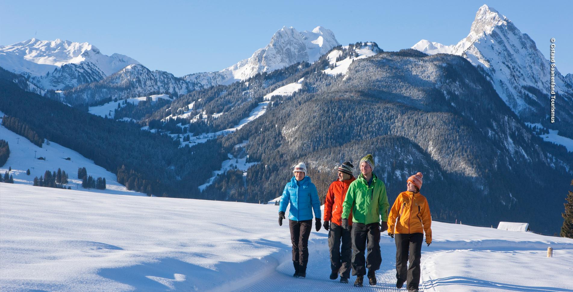 Winterwanderung im Saanenland von Gstaad nach Saanen an der Saane entlang