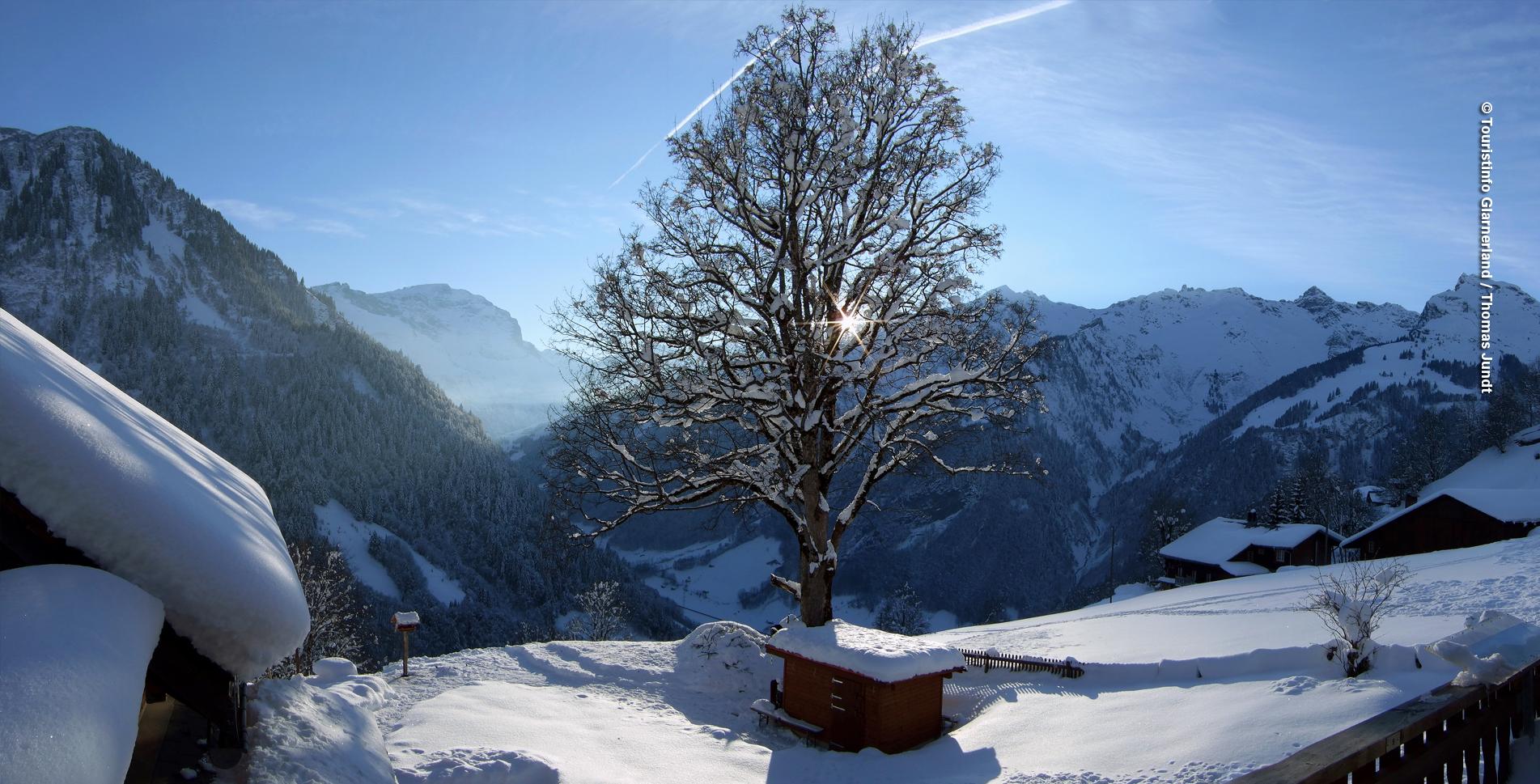 Winterwanderung auf der Sonnenterrasse Weissenberge oberhalb Sernftal im Glarnerland