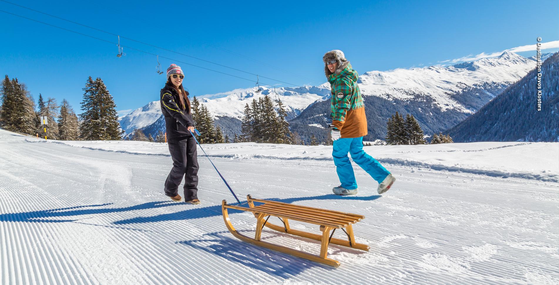 Winterwanderung von Davos Platz, Hohe Promenade, zur Schatzalp und zur Strela Alp mit anschliessendem Schlitten durch den Zauberwald bis hinunter nach Davos