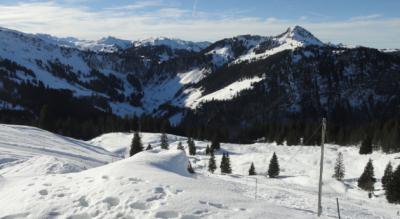 Winterwanderung von der Talstation Hoch-Ybrig Weglosen zur Druesberghütte mit anschliessendem Schlitteln