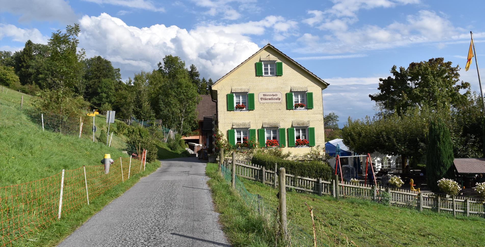 Wanderung von Zumikon via Mülitobelweg, Mülitobel, Tobelmüli, Küsnachter Berg zur tiefstgelegenen Alp des Kantons Zürich zum Restaurant Blüemlisalp in Herrliberg und weiter via Erlenbacher Tobel nach Erlenbach am Zürichsee