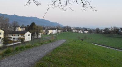 Rundwanderung von Zürich Wollishofen via Stockengut in Kilchberg, Adliswil, am Sihluferweg entlang, dann hinauf auf den Entlisbergkopf mit Feuerstellen und wieder zurück nach Zürich Wollishofen